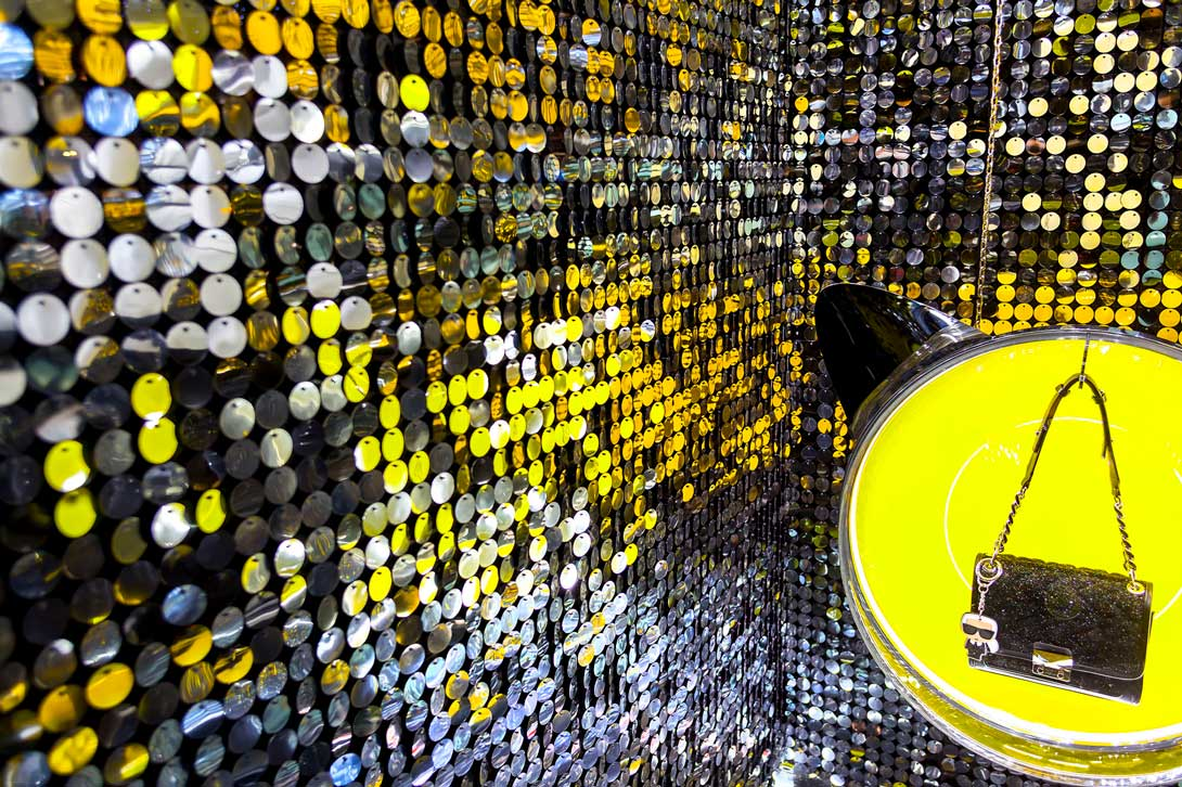 Shimmering discs for Christmas visual merchandising