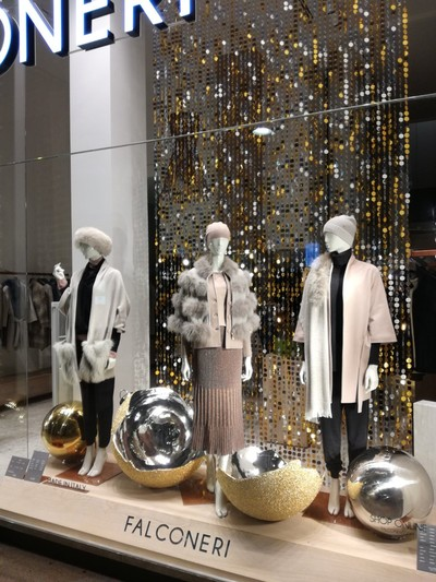 Gold and silver paillettes for point of Sale and visual merchandising
